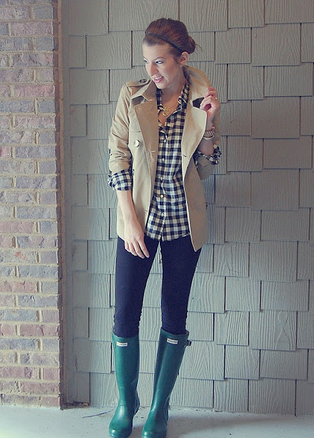 Such an adorable rain outfit. Love the emerald green Hunter Boots.