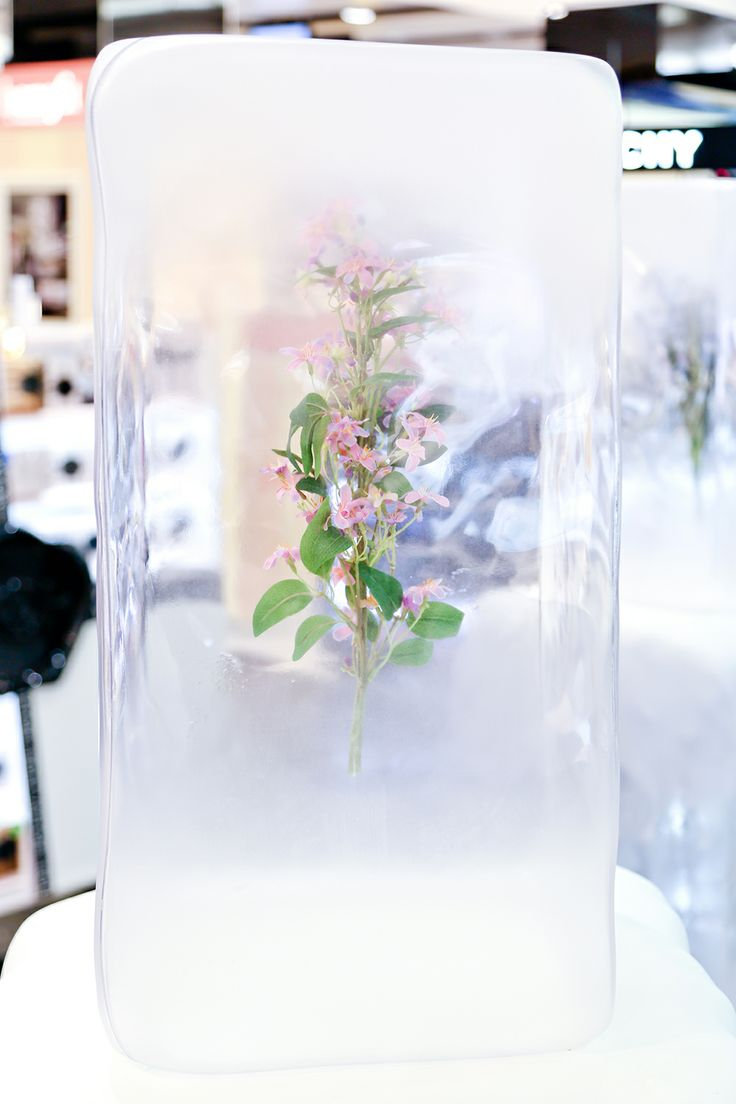 La Prairie Pop-up | Ice Crystal Collection, Heathrow by Millington Associates | #productlaunch #vm #visualmerchandising #dutyfree