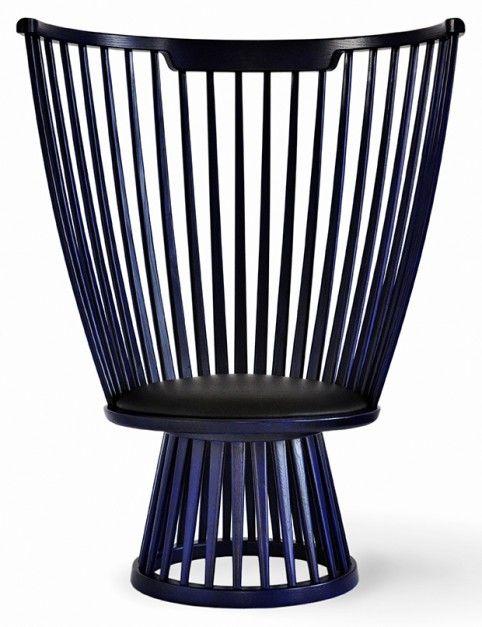 Fan to nowoczesna wersja klasycznego drewnianego krzesła typu windsor, ujmująca charakterystycznym odcieniem indygo. 2011 rok (premiera na targach iSaloni).