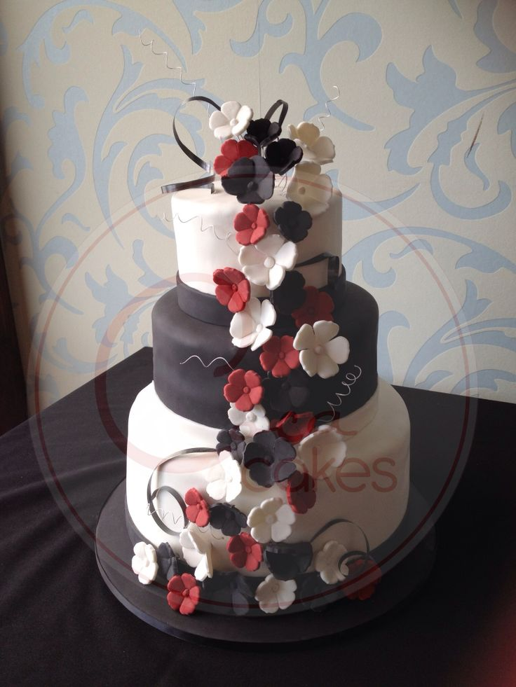 Coca Cakes - Wedding - Black White Red Flowers