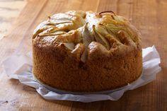 Perencake - Deze cake is niet moeilijk te maken, handig dus als je visite krijgt, maar weinig tijd hebt om in de keuken te staan. De peren hoeven niet helemaal rijp te zijn, maar ze geven wel meer smaak als ze zachter zijn. Voor deze cake geldt: de volgende dag is hij het lekkerst.