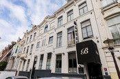 Hotel Blyss Amsterdam  Description: Hotel Blyss is een familiehotel in het centrum van Amsterdam dichtbij de musea en het uitgaansleven. Dit pas gerenoveerde hotel biedt u functioneel en sfeervol ingerichte kamers. De locatie van het hotel is zeer centraal ten opzichte van alle bezienswaardigheden en het ligt naast het Vondelpark. Het hotel heeft een receptie met gezellige bar en lounge een ontbijtzaal met uitzicht op de tuin en voldoende parkeergelegenheid (betaald) in de buurt.Overige…