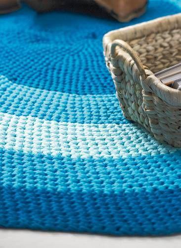 """Teppich häkeln: Anleitung zum Nachmachen - """"Einen Teppich zu häkeln braucht etwas Zeit und Geduld. Wir zeigen euch, wie ihr mit unserer Anleitung einen Teppich selber häkelt."""""""