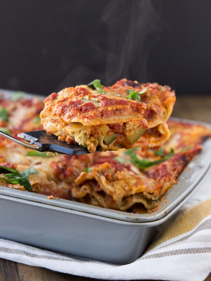 A vegetarian lasagna bursting with flavor from summer squash, basil pesto ricotta, and a homemade tomato sauce | http://veggieandthebeastfea...