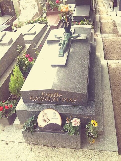 Day three: we saw also the    grave of one of the most famous singer Edith Piaf #perelachaise #ParisByDay