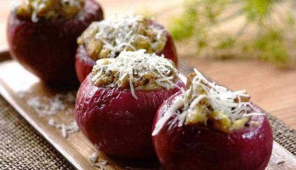 A scrumptious-looking side for Braai Day! Balsamic Braai Onions.