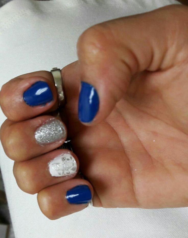 Uñas azul con diseño