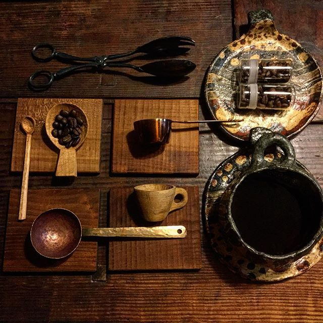 Coffee measuring spoon 【珈琲メジャースプーン】 自分の周りの作家さん達は みんな珈琲好きで道具好き。 楔さんのメジャースプーンと コースター。 カントリーチェアさんのメジャーカップ。 パオの珈琲カップとお皿。 カエルさんの銅と真鍮のメジャースプーン。他 #artwork#artist#display#interior#rustic#coffee#instacoffee#spoon#cutlery#woodworking#craft#kitchentools#oldstuff#antique#handmade#9cue#造形作家#作家#手作り#zakka#珈琲#コーヒー#雑貨#ハンドメイド#木工#スプーン#器 Yummery - best recipes. Follow Us! #kitchentools #kitchen