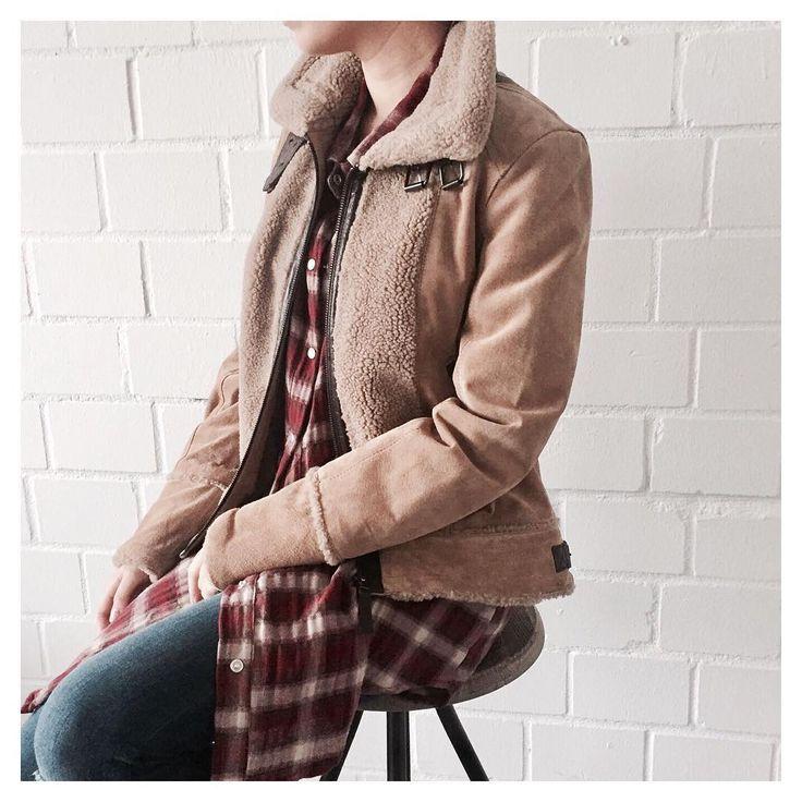 Flieger Jacke - heart-for-fashion.com  Die Leder Jacke passt perfekt zur Karo Bluse