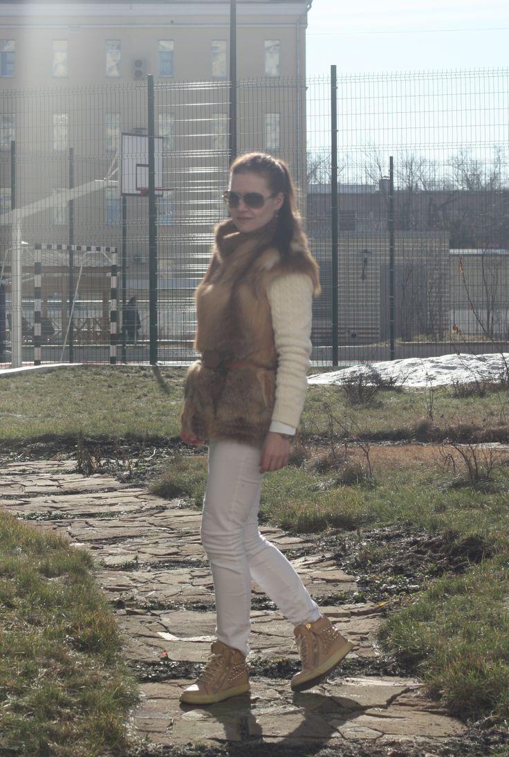white + fox fur  Street Style