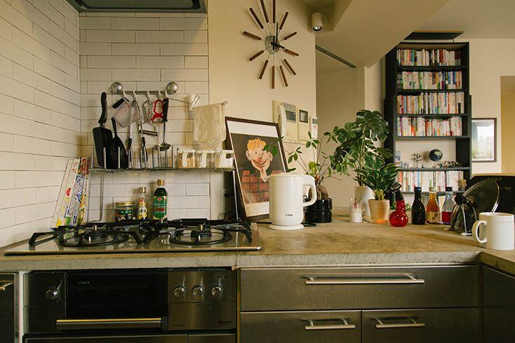 おしゃれなモルタルのキッチン