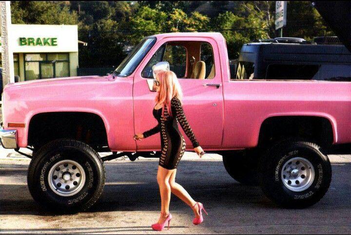 Christina Aguilera & her amazing pink truck