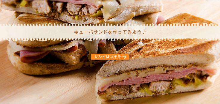 ※写真はイメージです。 材料(2個分) ★ 約15cmのバゲット または ドッグパン 2個 ★ ローストポーク(作りやすい分量) 豚肩ロースブロック肉  1本(約400g) ローズマリー、タイム 各2~3本 塩、粗挽きこしょう 各小さじ1 オリーブオイル 大さじ2 にんにくのうす切り 1かけ ★ スライスチーズ  2枚 ★ ロースハム  4枚 ★ きゅうりのピクルスのうす切り 4枚 作り方 ローストポークを作る。豚肉はナイフで数か所穴をあけ、半分に切ったローズマリーとタイム、にんにくを刺して、塩、こしょう、オリーブオイルを順にからめる。オーブン用シートを敷いた天板にのせ、180℃のオーブンで30~40分焼く。粗熱を取り、5mmほどの薄切りにする。 パンは厚みを半分にして切り口にマスタードを薄く塗り、それぞれにロースハム2枚、1のローストポーク2枚、チーズ1枚、ピクルス2枚ずつを順にはさむ...