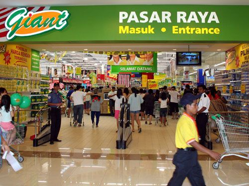 Why Giant Hypermarket Stopped Displaying Halal Signs