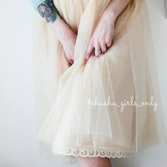 Она прекрасна - нежная кремовая юбка с отделкой из хлопкового кружева. Специально для романтичных особ ❤❤❤ В НАЛИЧИИ, длина 70 см. Под заказ можно сделать любой длины, но всего несколько штук. Так что поспеши