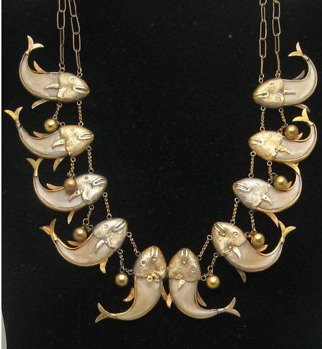 Colonial India, Raj Style Necklace in the Form of Fish, tiger claws/gold, c. 1890