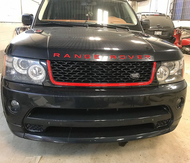 ALERT 2011 Range Rover on Fuego Autobiography Modified Red . . #montrealautos #mtlcars #rangerover #autobiography #modified #modification #red #black #paint #edit #mtlgarage #mechanic #garage #alliance #montreal #car #auto