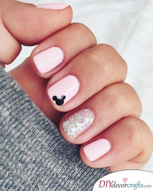 Cute Pink Mickey Mouse – Disney Nail Art Design