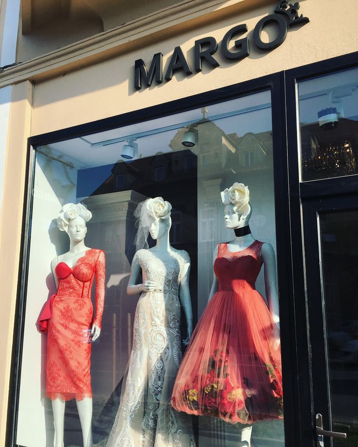 #showroomdresscode #dress #luxurydress #luxuryaccessories #luxury #eveninggown #eveningdress #weddingdress #windowdress #window #margo #margoconcept #womaninlove #coral #ivory #coraldress #lace #embroidery #swarovski #brasov #dresstoimpress #dressoftheday #dresspremium #solstiss #3dflowers #3Dflowersdress #swarovski #velvet #brasov #rochiideseara #rochiideocazie