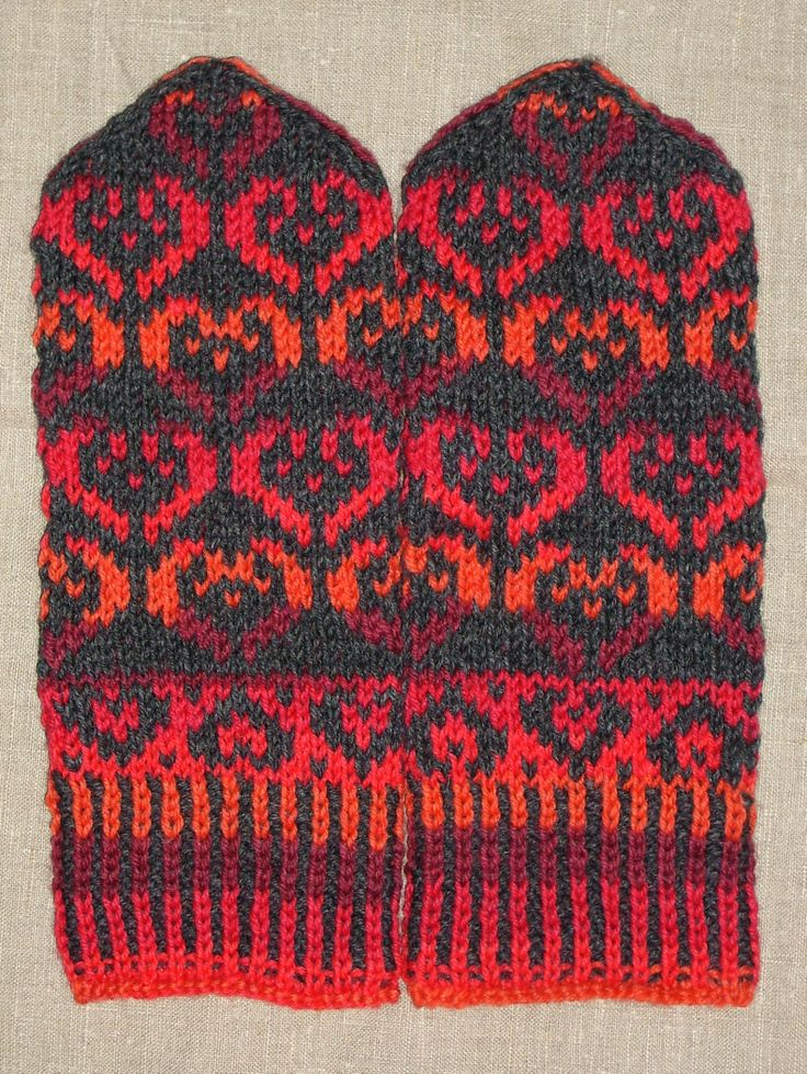 Heart mittens. Pattern originally from Pitsiä ja palmikoita -blog…