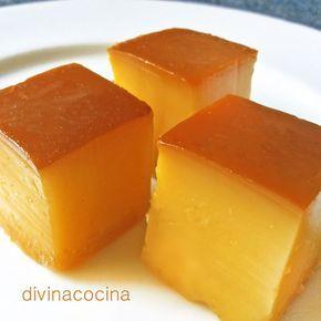 Este falso tocinillo de naranja se prepara sin huevos ni horno, con gelatina, en pocos minutos, y es delicioso. En lugar del zumo de naranja puedes usar otros zumos de frutas como piña, manzana... a tu gusto.  #recetas #microondas #actitudsaludable #saludable