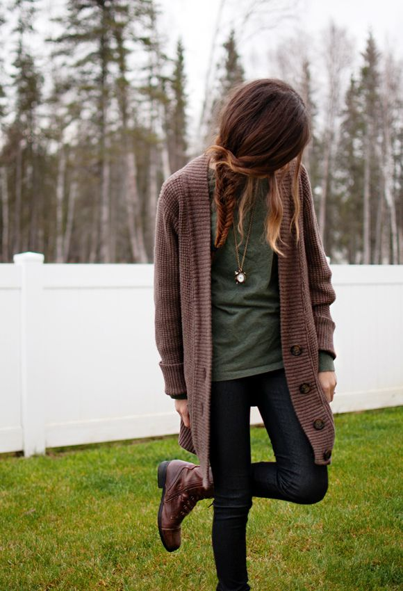 mehhh comfy stylee. brown cardigan + green shirt + black pants + boots = winter wonder outdoor outfit