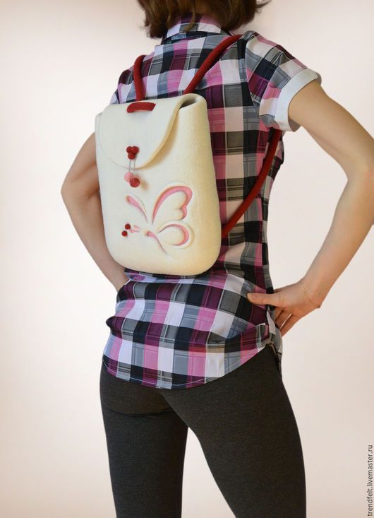 Нежный весенний валяный рюкзачок с бабочкой. Веселый и эффектный, с ним Вы будете притягивать взгляды / Felted rucksack with butterfly, felt backpack. Felt in fashion by #olafelt