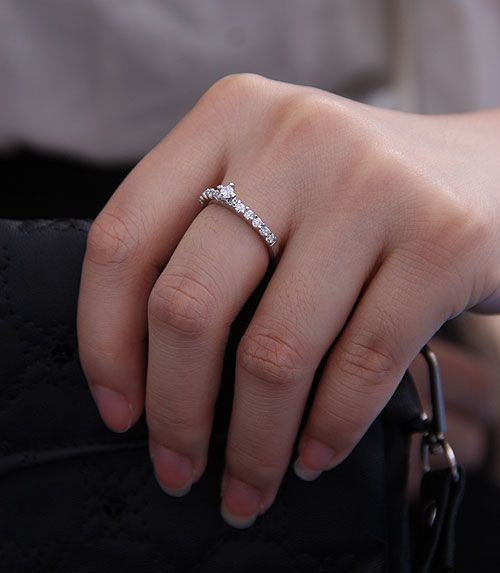 Best 25+ Small Diamond Rings Ideas On Pinterest | Small Wedding Rings Small Engagement Rings ...