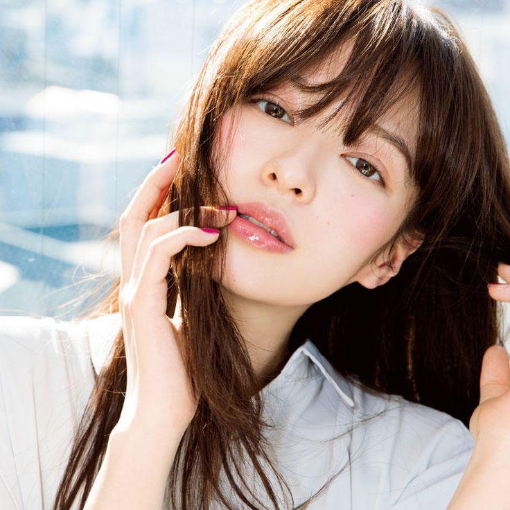 VOCE 2017年5月号 森絵梨佳 「逆三角形」の艶で美人印象