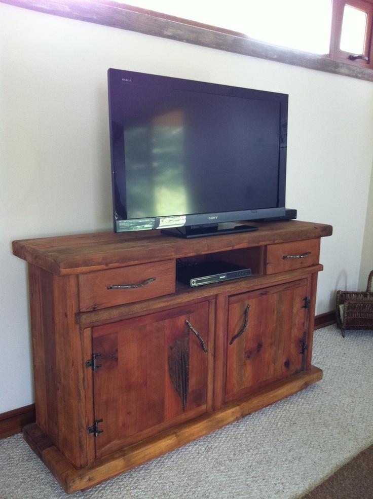 Modular rack tv de roble r stico con puertas de madera y for Puertas de roble