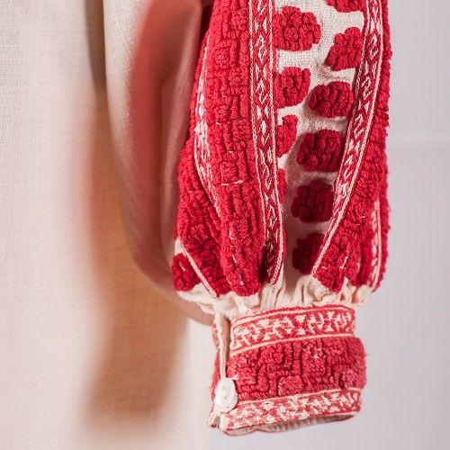 Romanian blouse detail. Muscel