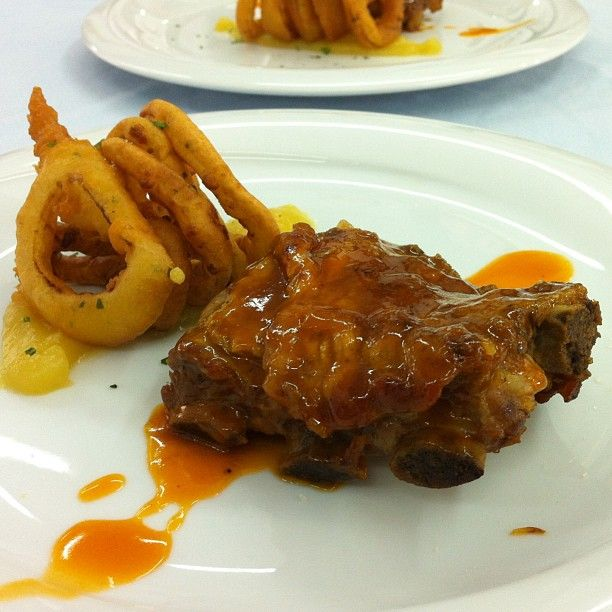 Ribs with onion rings and barbecue sauce