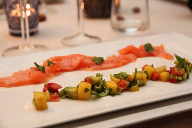 Sitrus marinated salmon with mango and avocado salsa - Sitrusmarinert laks med mango- og avokadosalsa