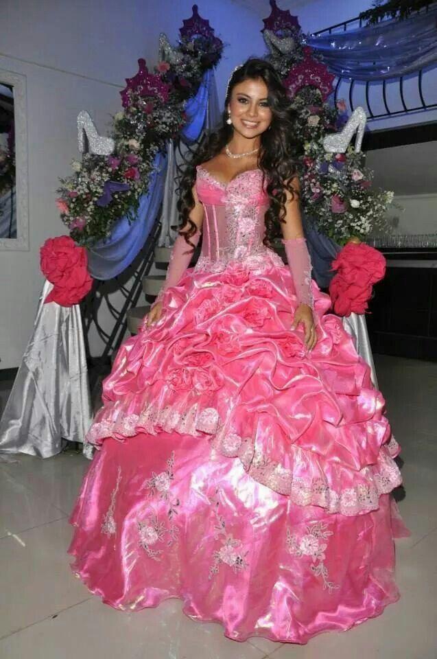 Mejores 91 imágenes de Quinceanera Gowns en Pinterest | Para 15 ...