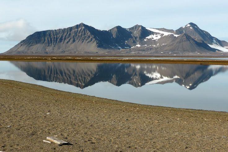 Small lake at Poolepynten, Prins Karls Forland