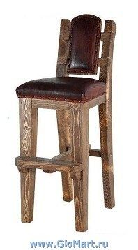 деревянные барные стулья. массив сосны. отделка древесины с эффектом старения. сиденье и спинка с мягкой обивкой.