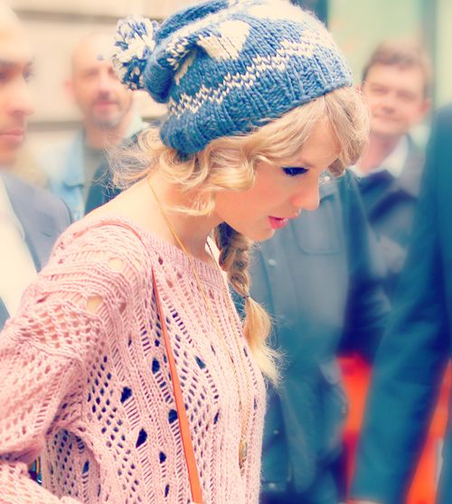 Beanies with chunky sweaters... Don't mind the T-swizzle