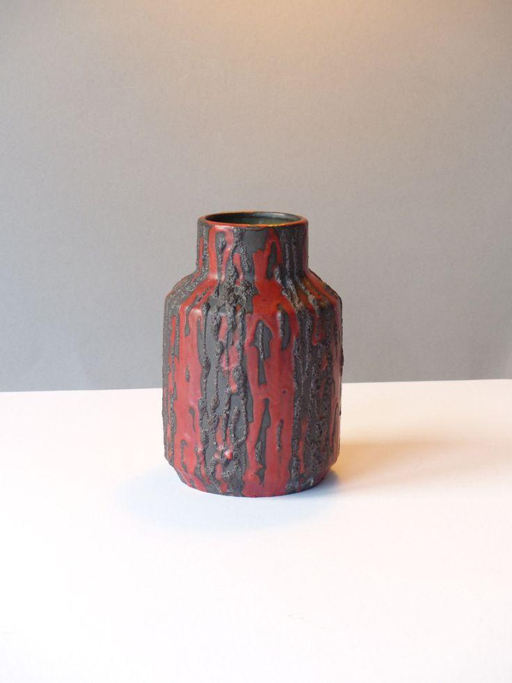 Ceramano Rubin vaas 185, design Hans Welling, West Germany rood zwart fat lava door PrettyandPreloved op Etsy