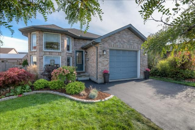 Stylish 3 Bedroom, 2 Bathroom, Raised Ranch with Wet Bar, Hot Tub, and Huge Backyard in the east end!  $259,900 - www.ForestCityTeam  #LdnOnt #RealEstate #Realtor