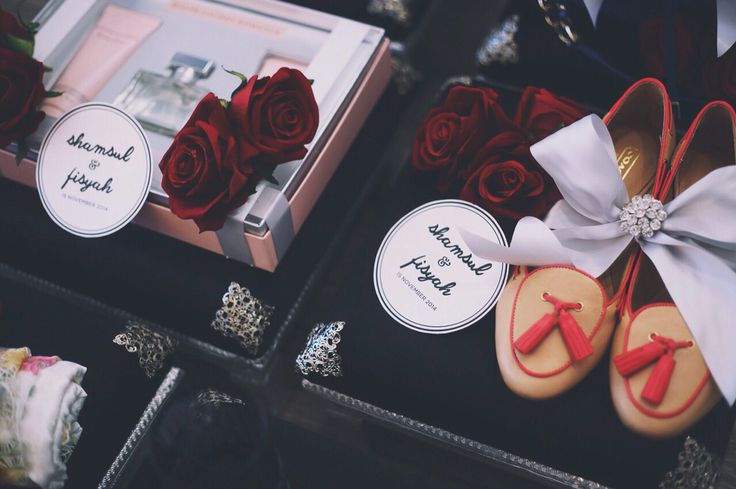 classy black & red wedding gift trays.