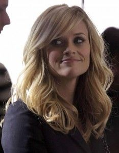 reese, side bangs and med hair. Love the style ...do I finally need to just do it and get side bangs?     Here's good side bangs!