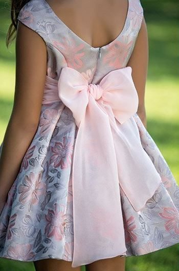 Anilegra moda para muñecas: Espalda con escote para los vestidos de niña , está de moda