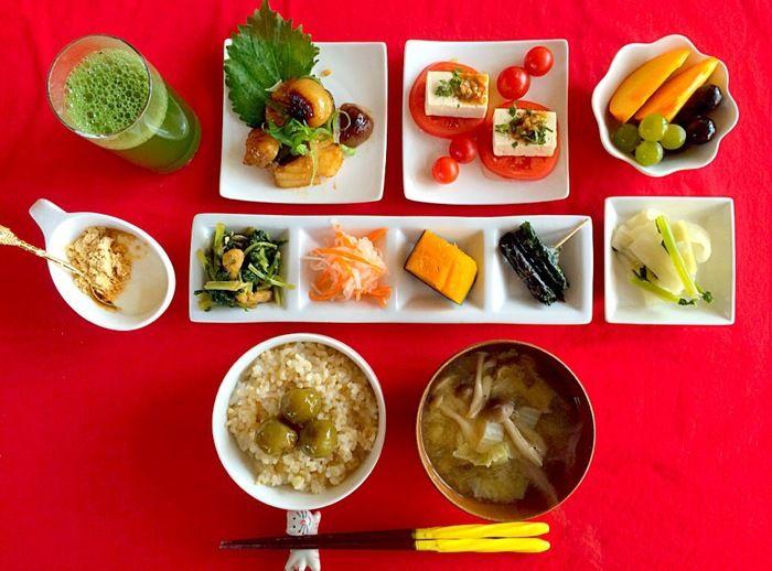 こちらも品ぞろえがよく栄養バランスもばっちりな和食のメニューです。和食を並べる際の楽しみの一つでもある箸置きも揃えていきたいアイテムの一つですよね。