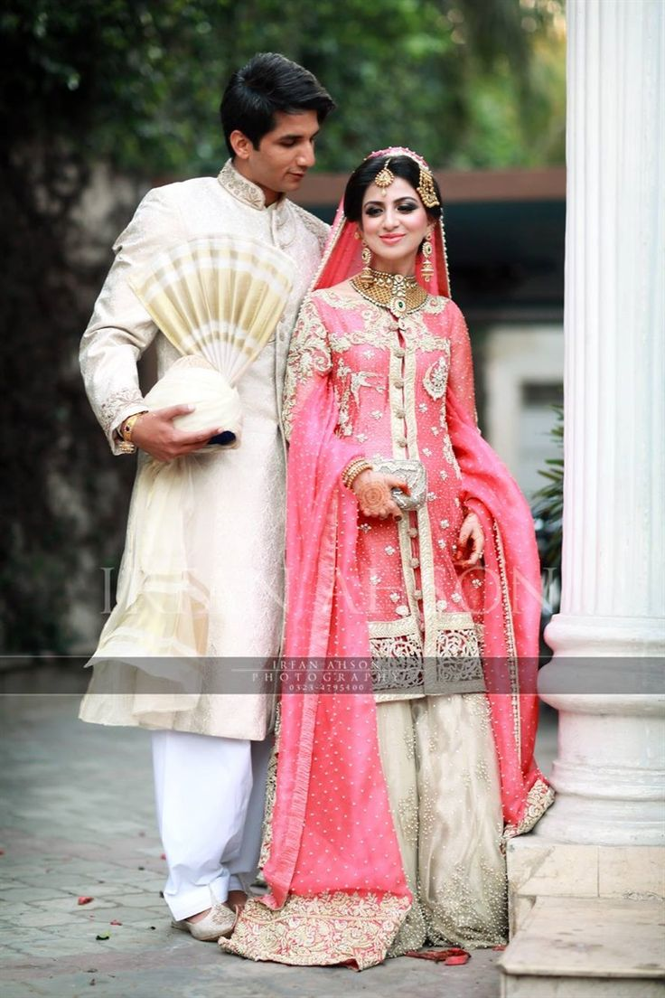 pink and white gharara - Pakistani Wedding Dresses | Irfan Ahson Photos