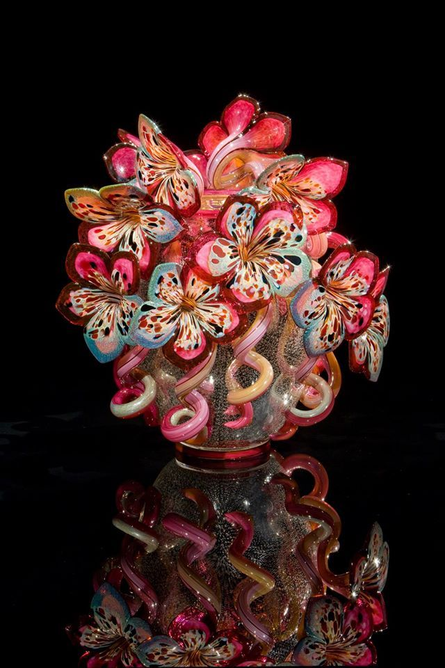 Dale Chihuly - glass flowers in a vase