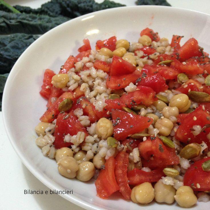 Orzo ceci e pomodori ecco un pranzo fresco e vegan con un cereale antico molto gustoso. Vi consiglio di scoprirlo se ancora non lo avete fatto!