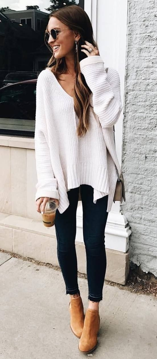 simple fall outfit / white sweater + bag + boots + skinnies