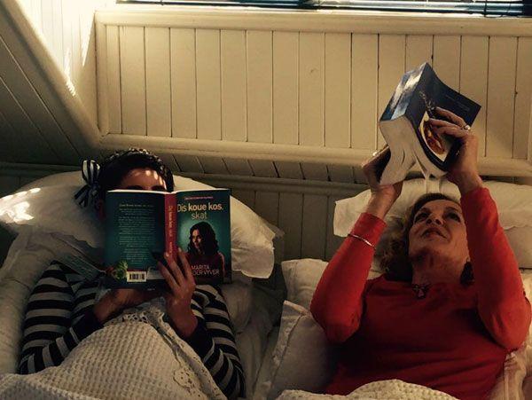 In die bed met Bibi en Marita | LitNet (Bibi Slippers en Marita van der Vyver) #afrikaans #boeke #skrywers #kyknet