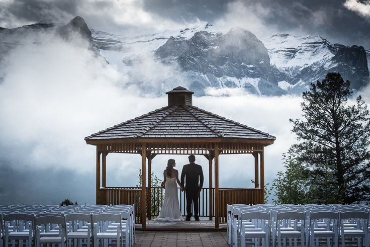 Silvertip Resort, Canmore Alberta. Amazing Canadian rocky mountain wedding venue with amazing mountain views #canadian #weddingvenue #rockymountains