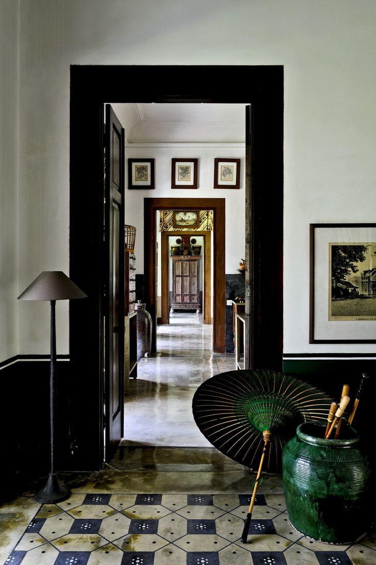 Tembok terang pintu gelap. Hmmm... | JAYA – Contemporary Design with Pedigree. Photo Reto Guntli